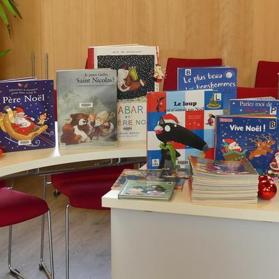 Bibliothèque : les livres de Noël sont arrivés.