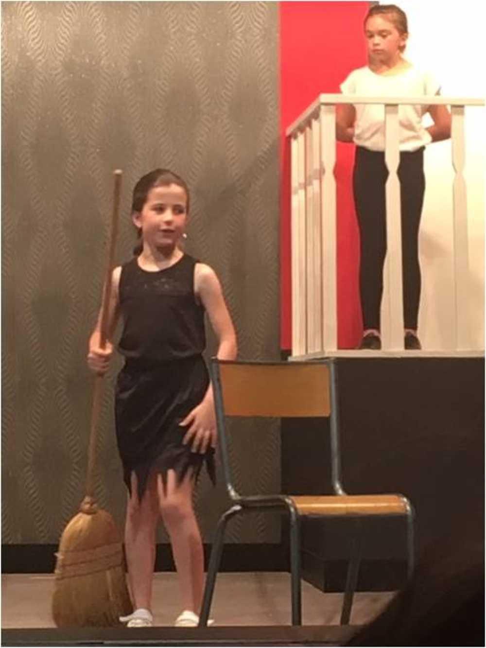 Familles Rurales : photos de la représentation de l''atelier théâtre jeune image7