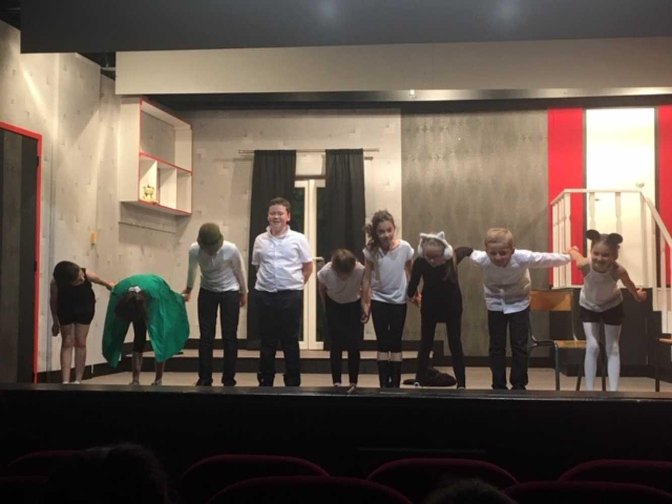 Familles Rurales : photos de la représentation de l''atelier théâtre jeune img9063