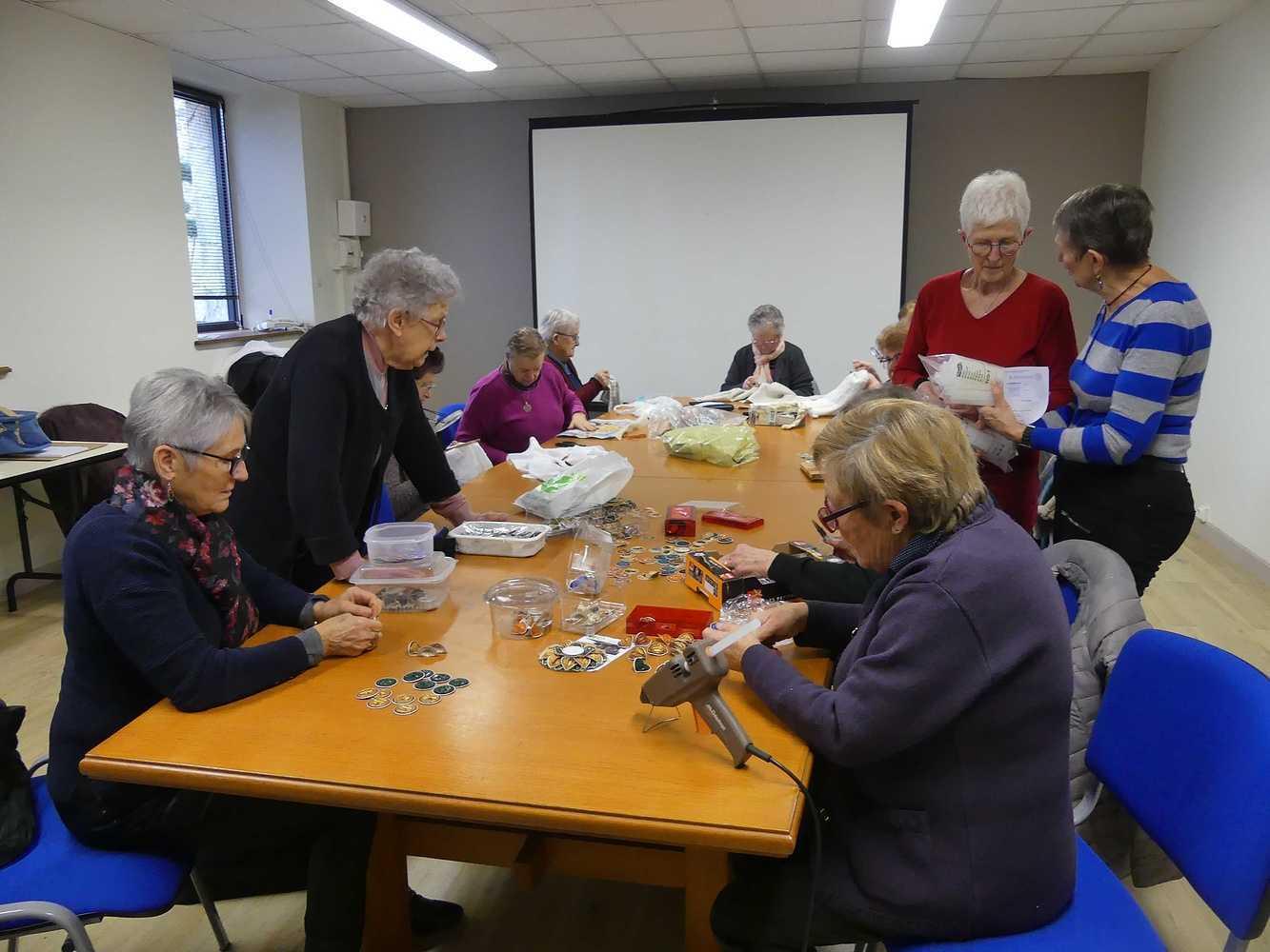 Le Club des Doigts Agiles prépare le Téléthon p1010115