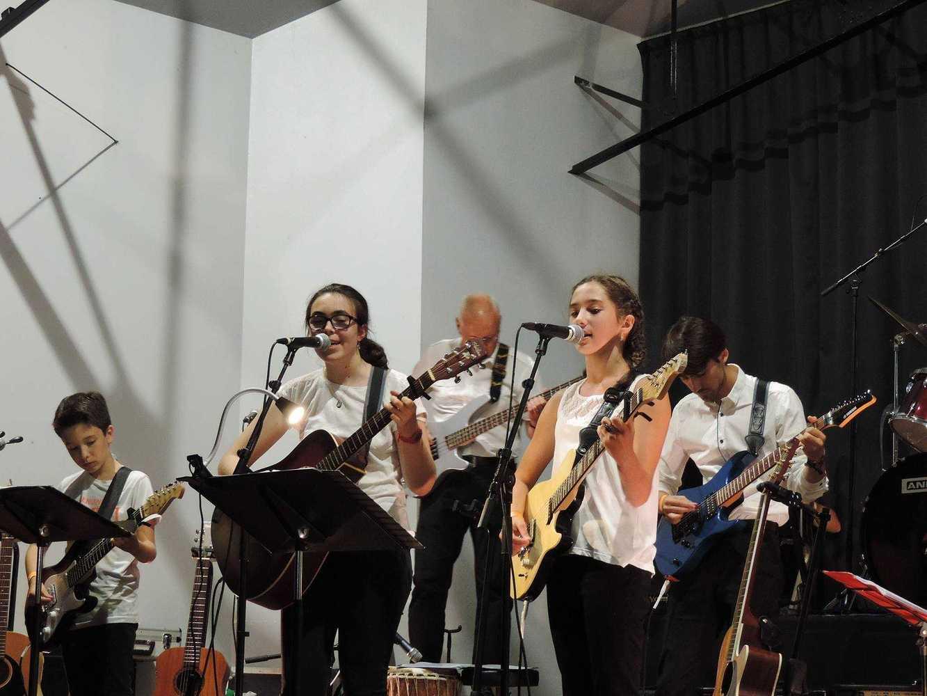 Ecole de Guitare - Concert - 29 juin 2017 - Salle des fêtes 194886145614188575793063727957926288663530o