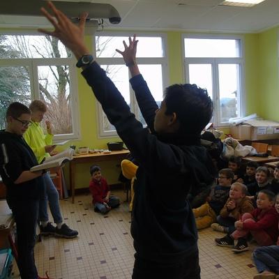 Les 5ème accueillis à l''école primaire