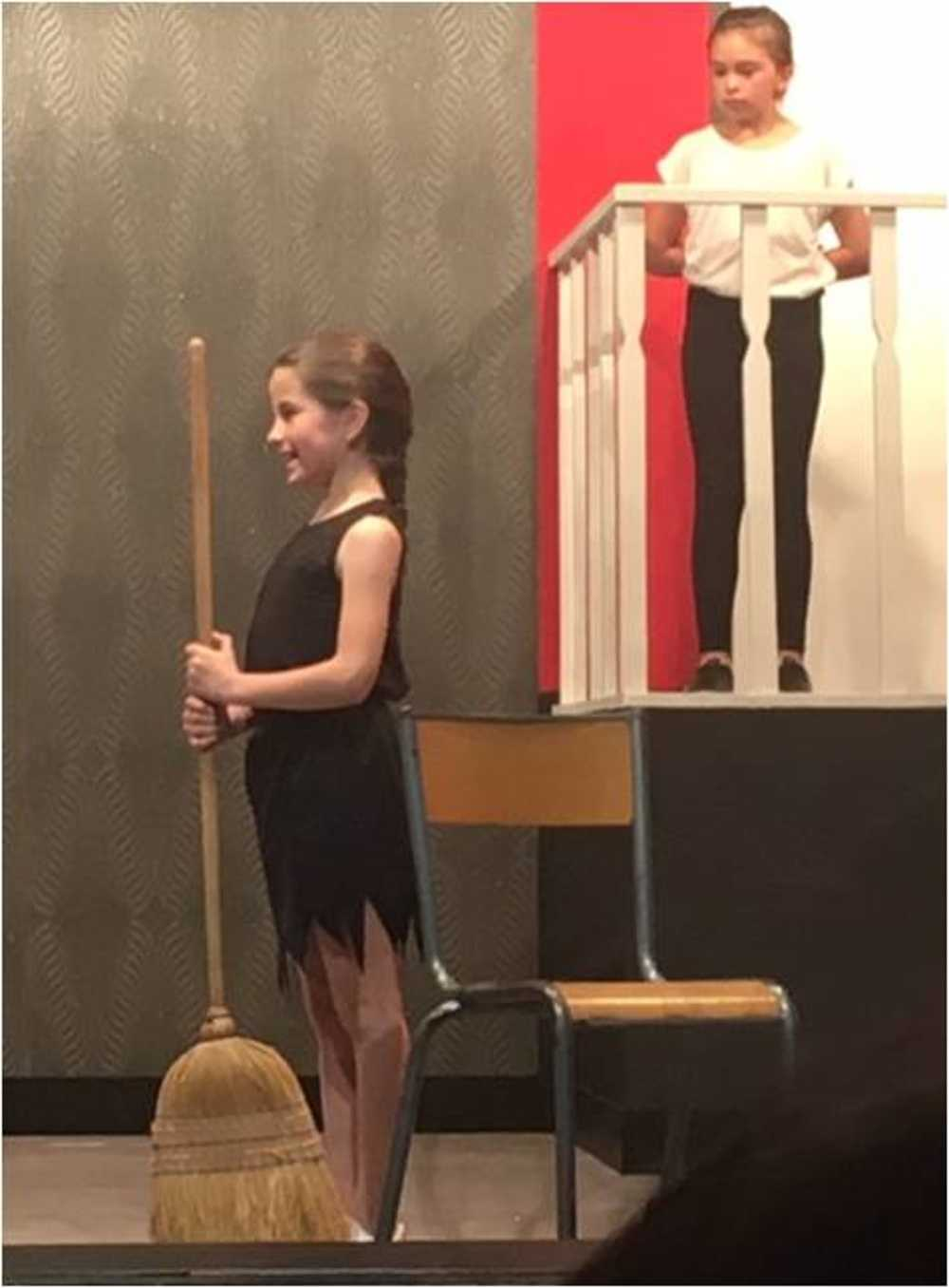 Familles Rurales : photos de la représentation de l''atelier théâtre jeune image6