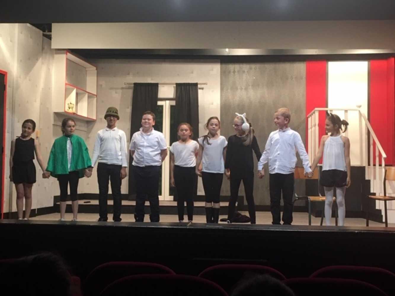 Familles Rurales : photos de la représentation de l''atelier théâtre jeune 0