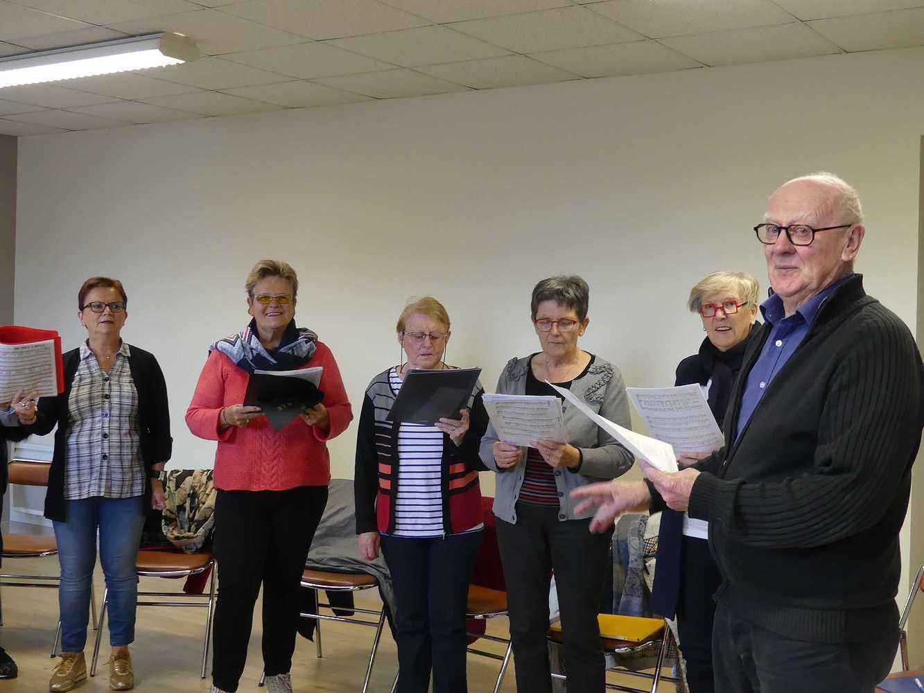 Photos de la chorale des Aînés du Lié p1000949