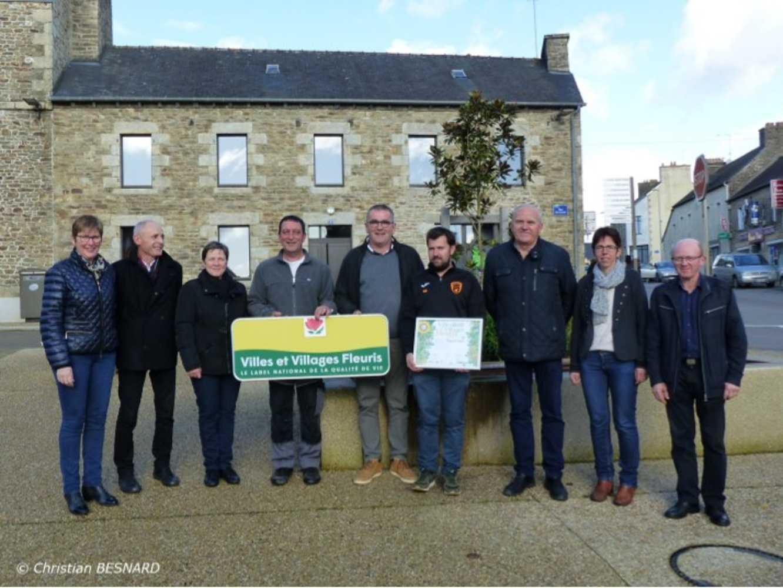 Concours régional villes et villages fleuris : Première Fleur pour Plouguenast-Langast 0