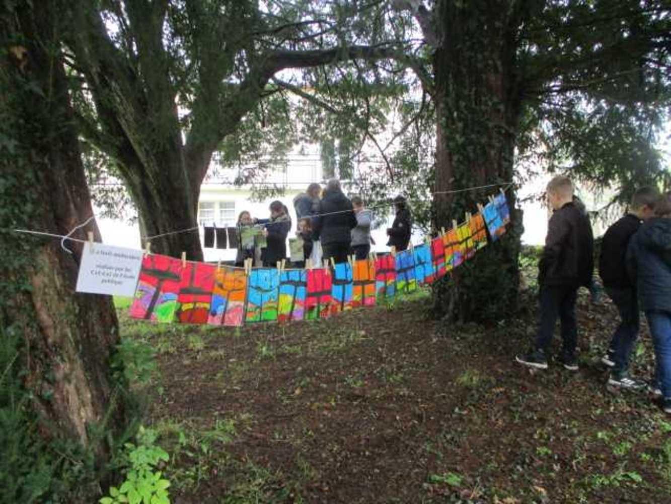 Ecole publique : Photos de l''exposition la Grande Lessive img00361