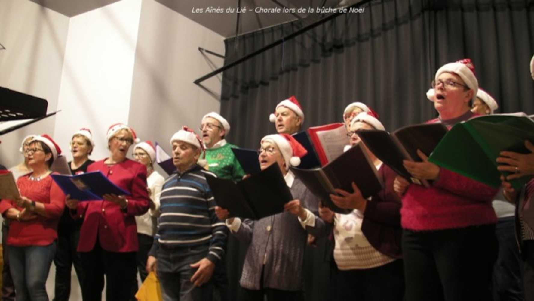 Photos de la chorale des Aînés du Lié à la bûche de Noël image2