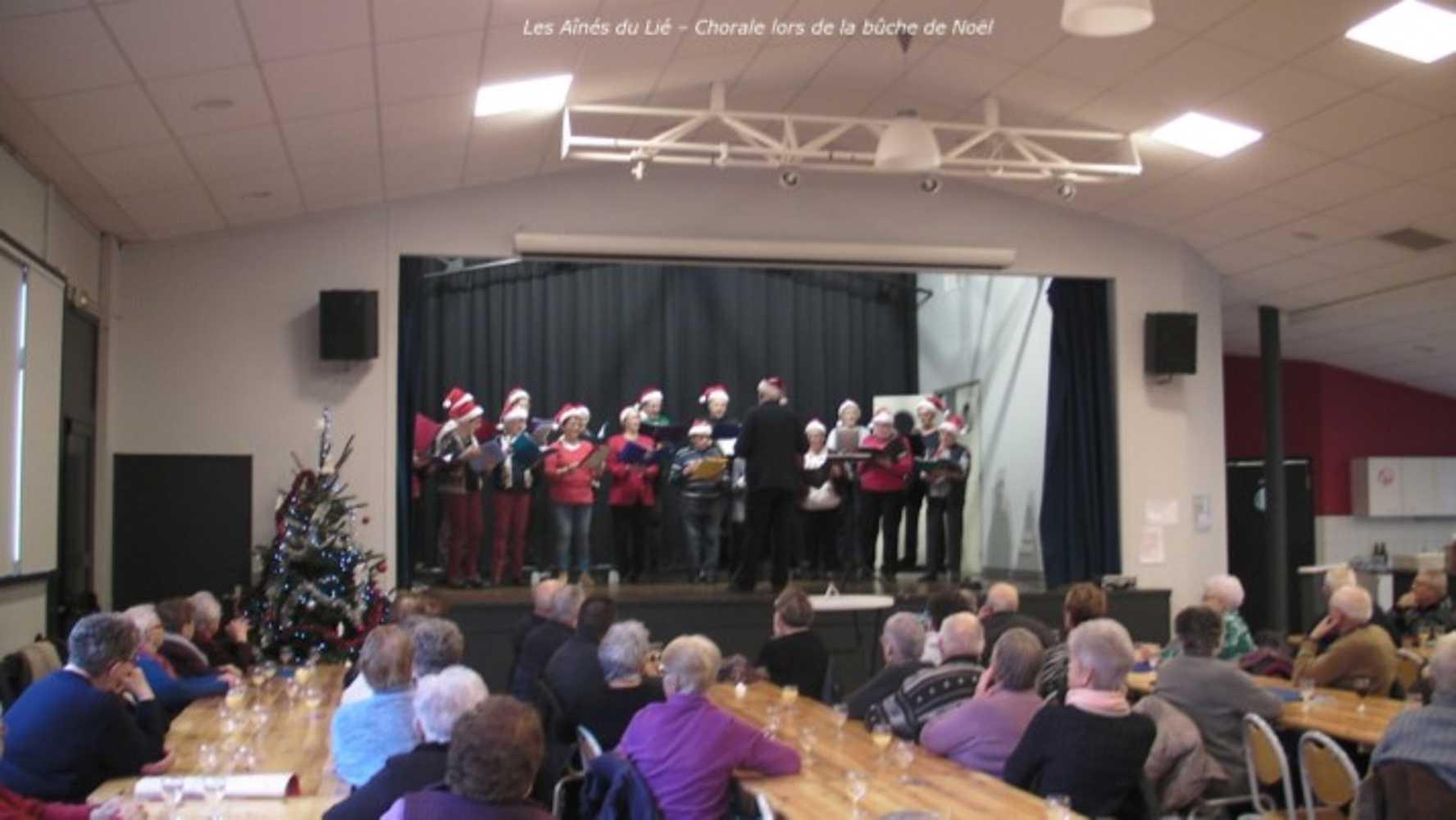 Photos de la chorale des Aînés du Lié à la bûche de Noël image4