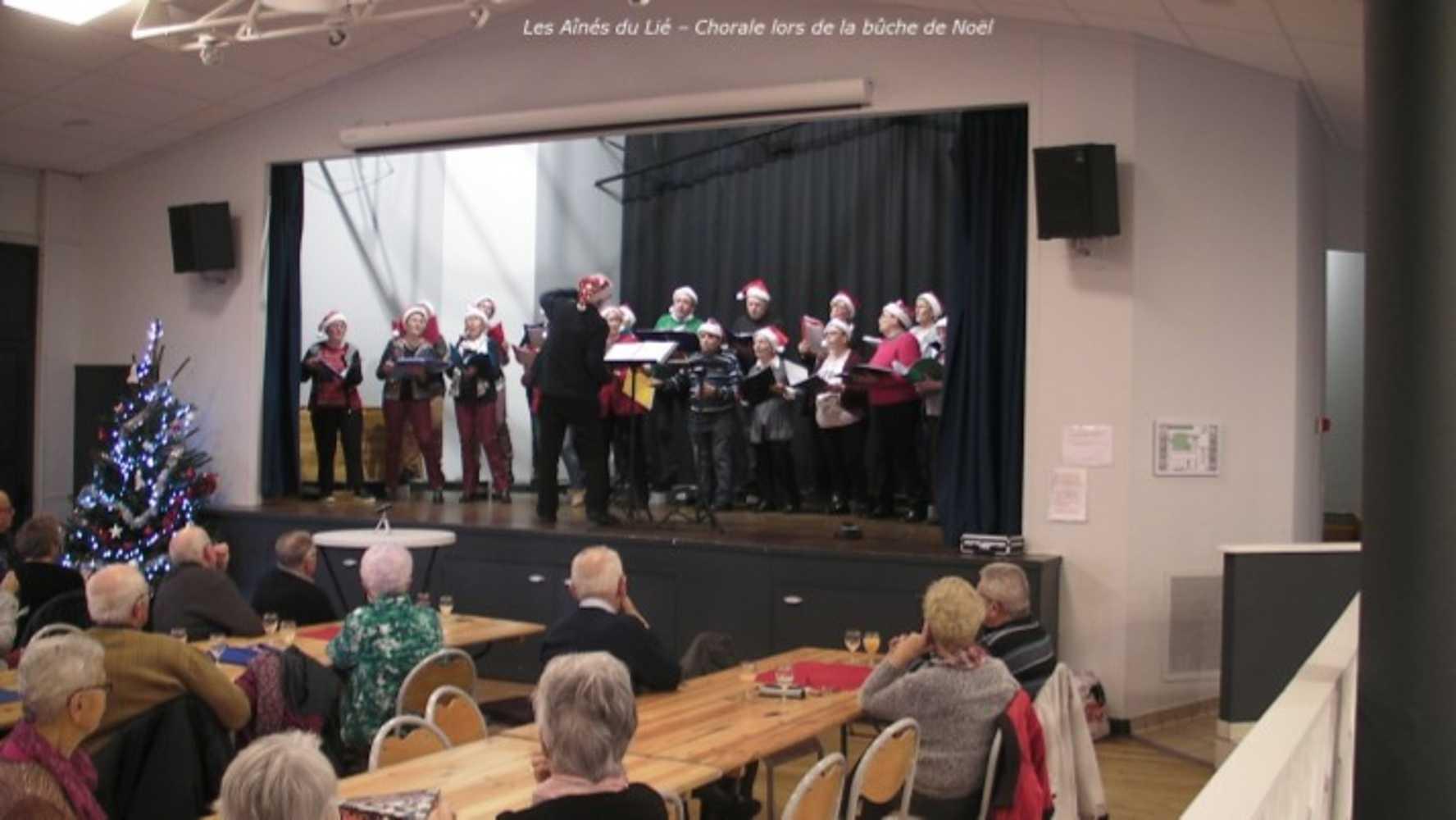 Photos de la chorale des Aînés du Lié à la bûche de Noël image5