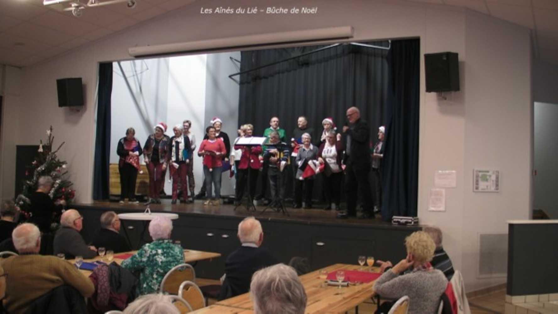 Photos de la chorale des Aînés du Lié à la bûche de Noël image7