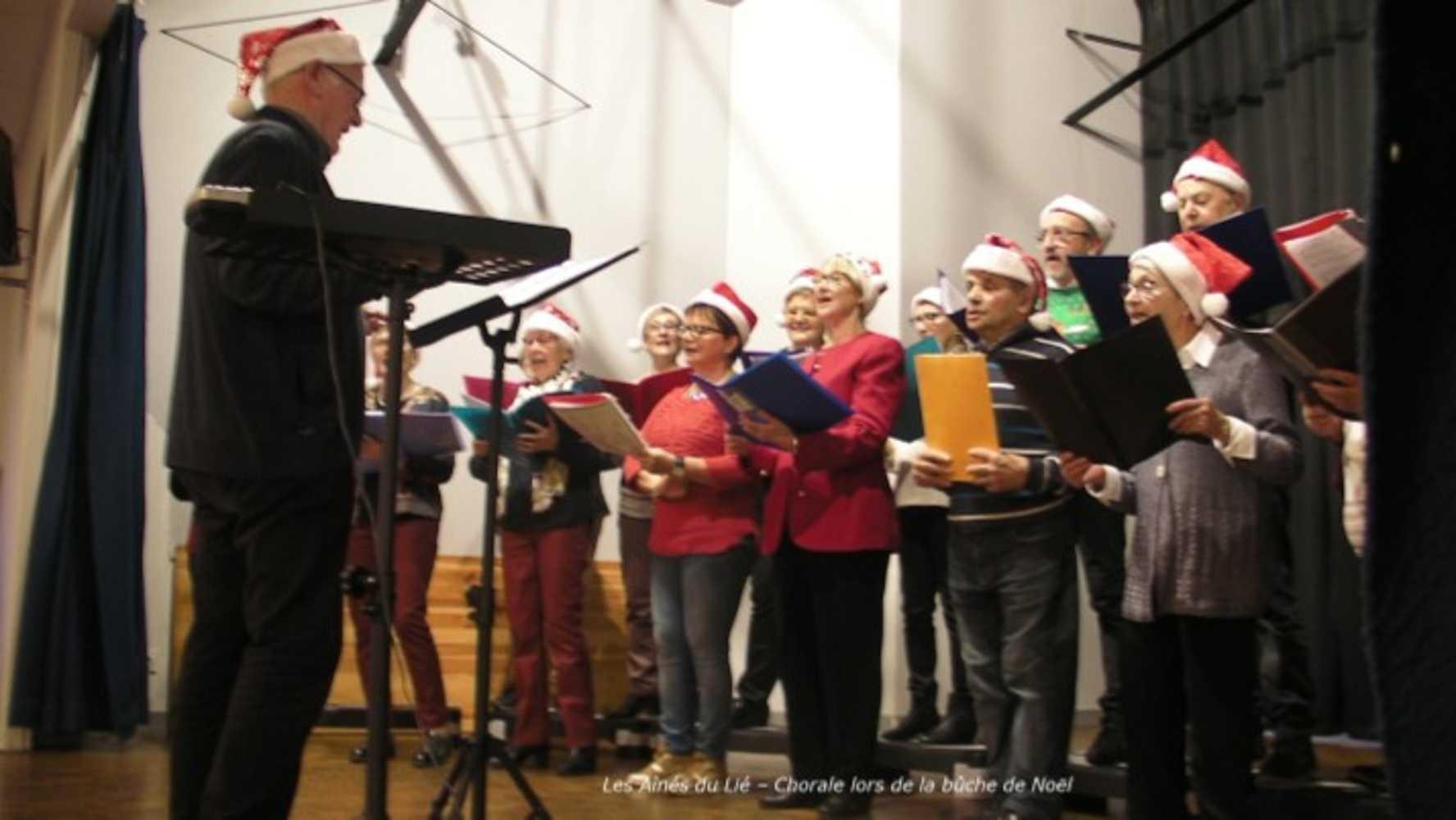 Photos de la chorale des Aînés du Lié à la bûche de Noël 0
