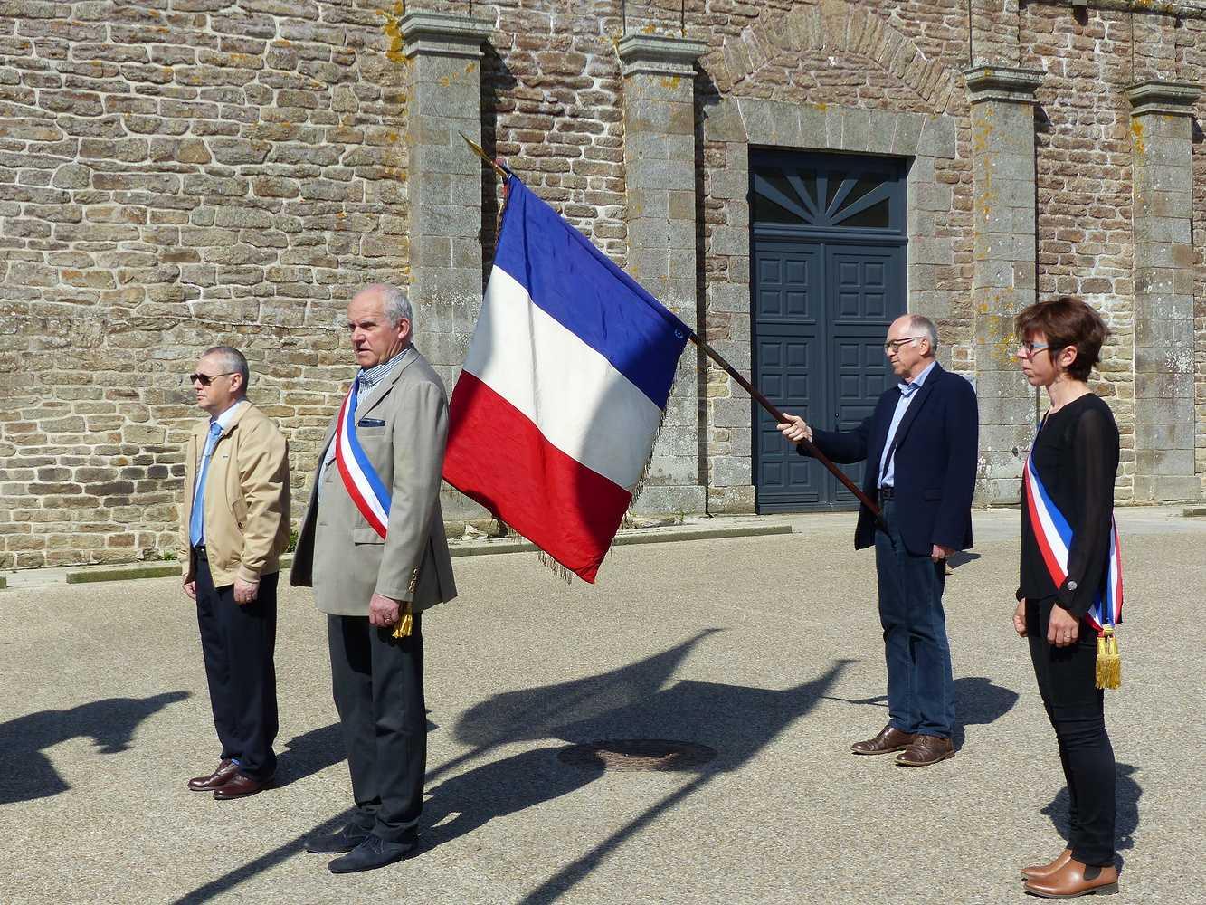 Photos de la cérémonie du 8 mai p1150080
