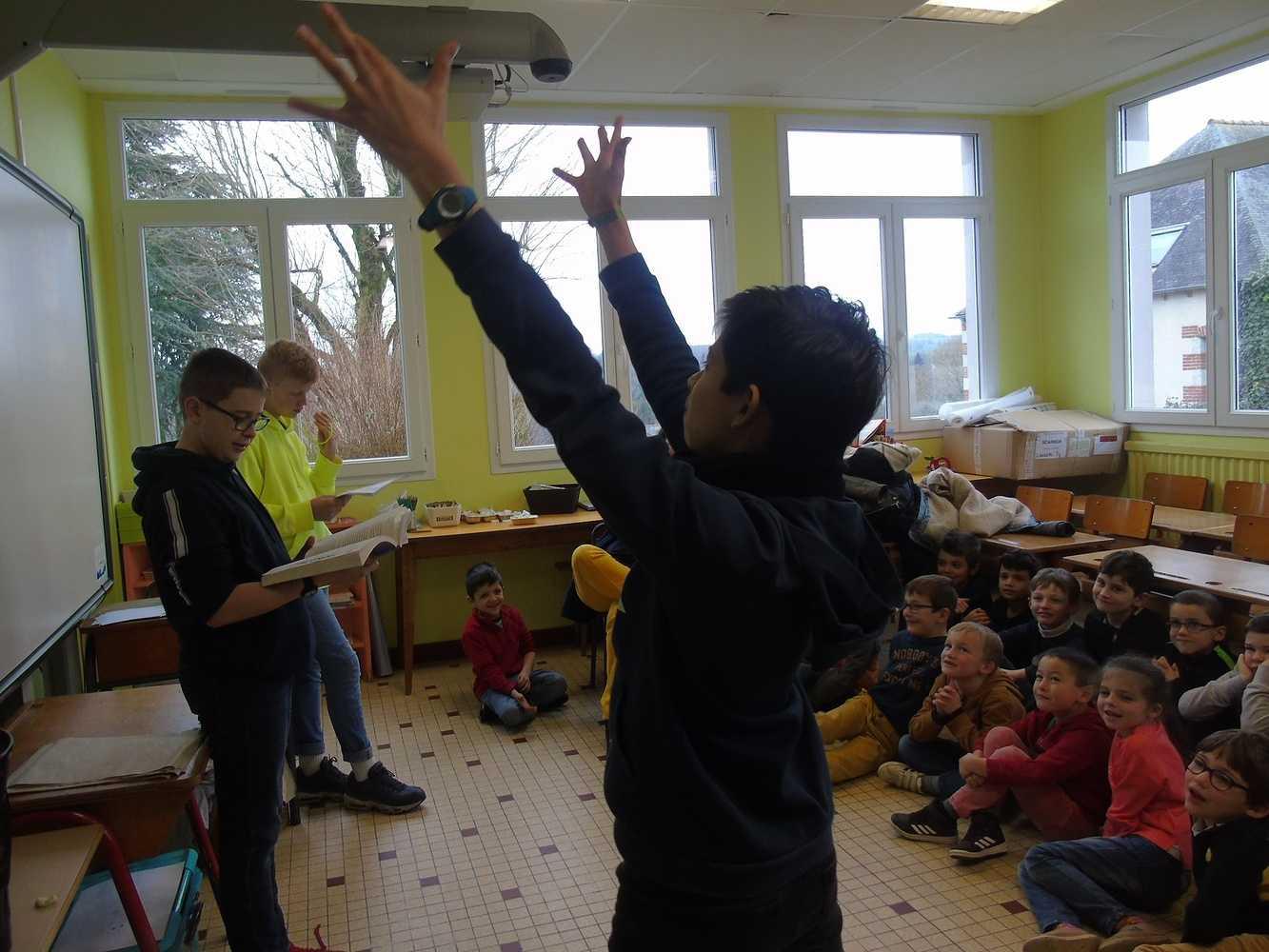 Les 5ème accueillis à l''école primaire 0