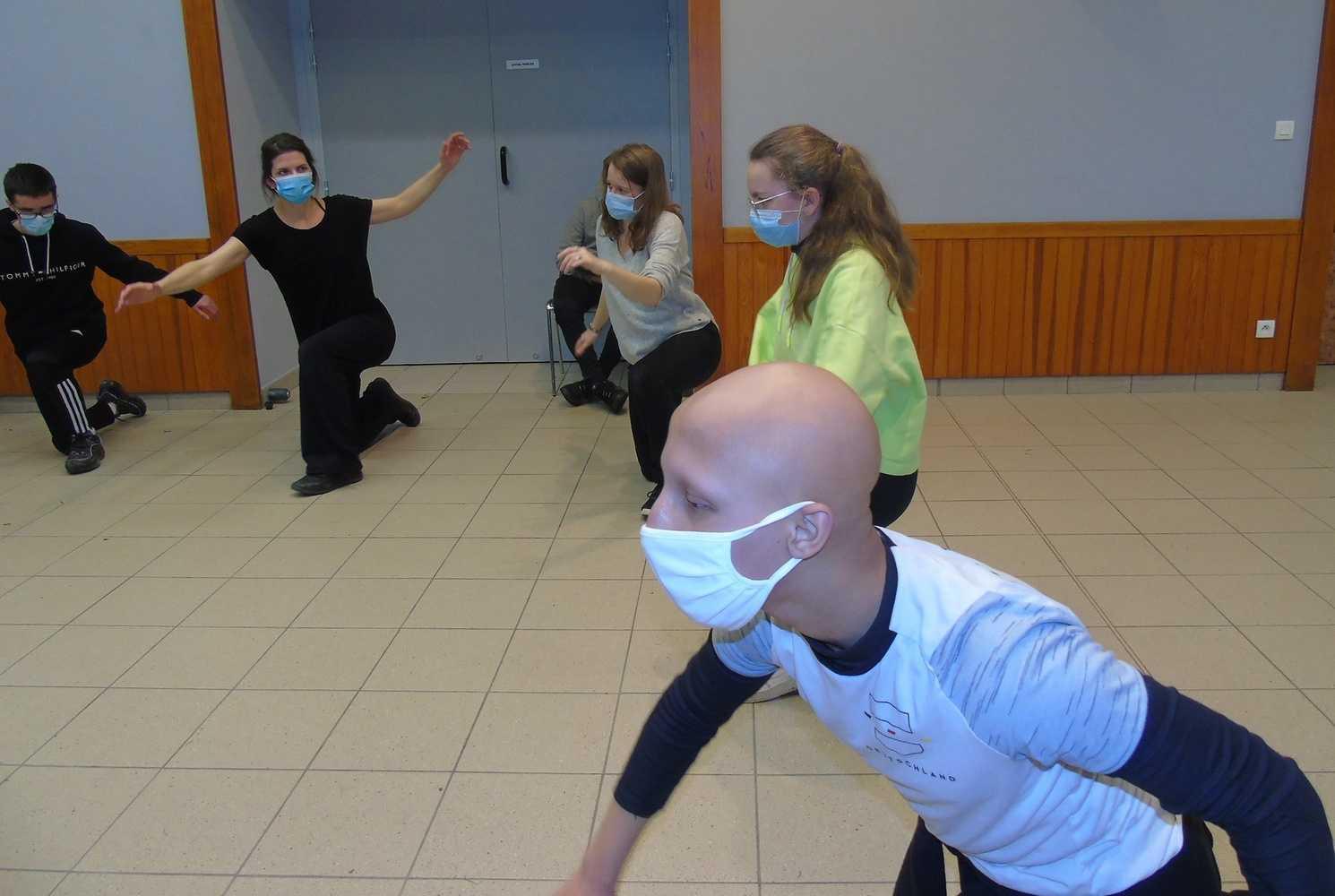 Classes de troisième du Collège Saint-Joseph - activité de danse 0
