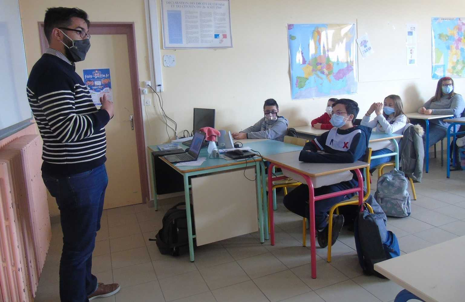 """""""Collège Saint-Joseph : les élèves informés sur l''utilisation d''internet."""" 0"""