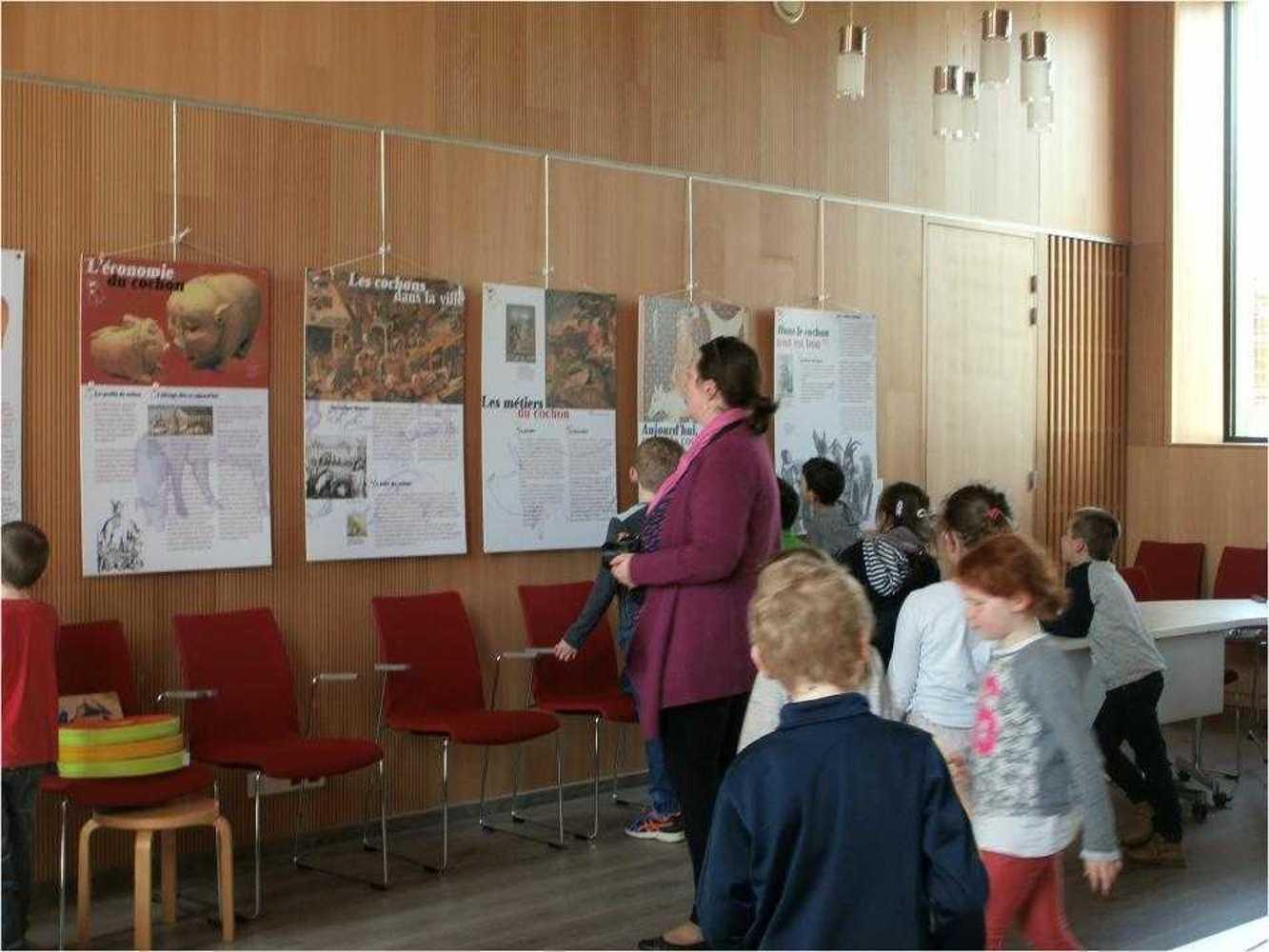 """Bibliothèque : visite de l''exposition """"Le Cochon dans tous ses états"""" image8"""